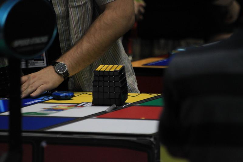 """Un """"cover"""" pentru cubul Rubik"""