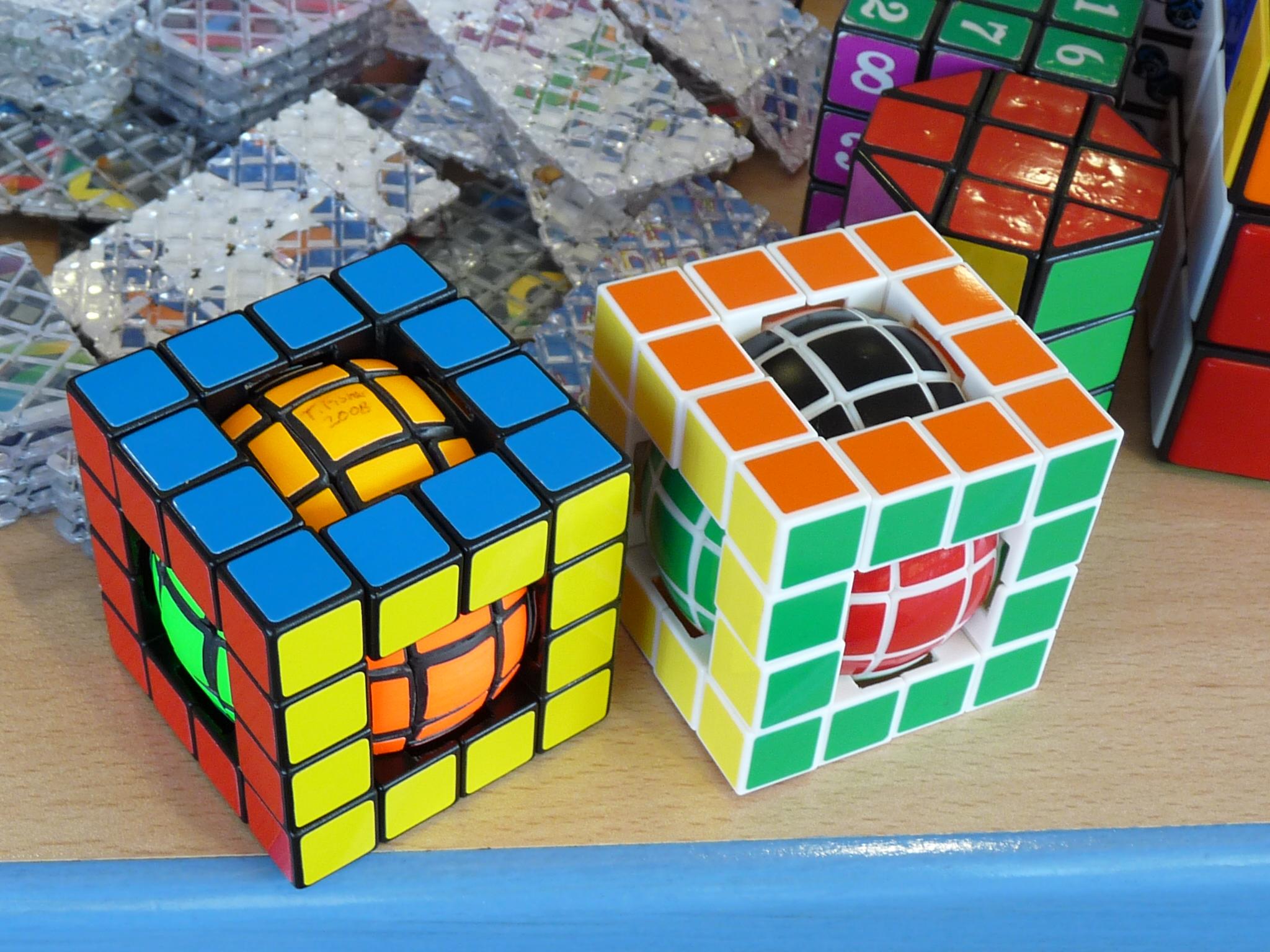 Ball-in-a-Cube – Tony Fisher stânga, Claudiu Kuharek dreapta